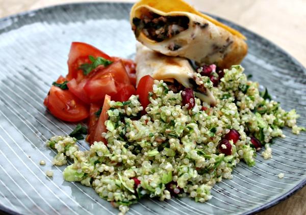 Cannelloni med oksekød, spinat samt tomatsovs - Quinoa salat