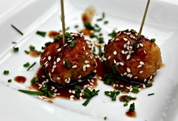 glaseet kødboller med ris