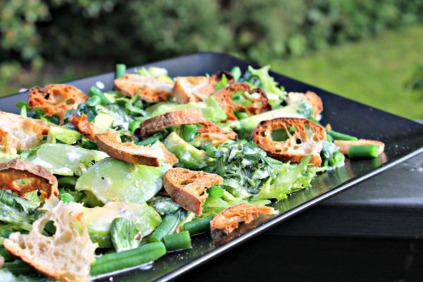 grøn salat med avocado