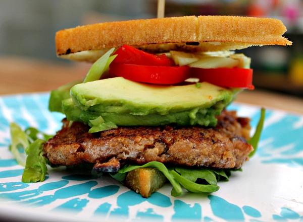 valnød-miso-svampe burger