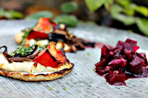 rødbede salsa og pizza af bagt selleri