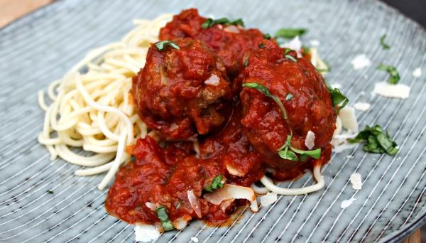 kødboller med tomatsovs