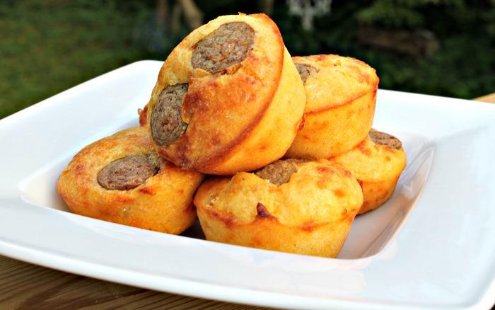 Madmuffins med pølser og majs