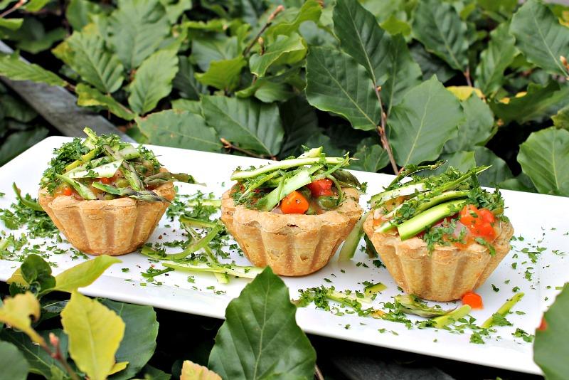 Tarteletter med asparges,ærter og gulerødder