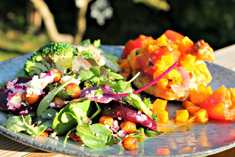 kylling med salat af bagte rødbeder