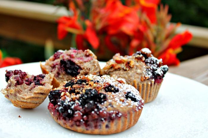Muffins lavet af grød,friske bær samt nødder