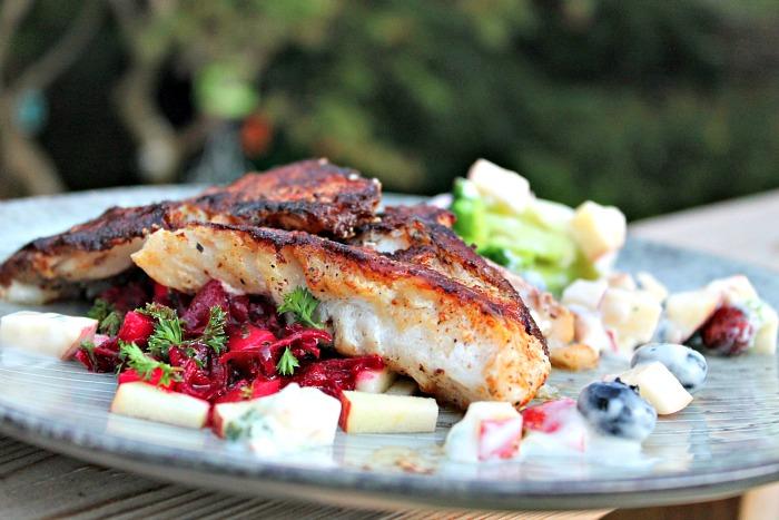 rødfiskfilet med salat af rå beder,selleri og æbler