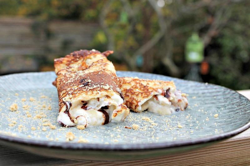 Fyldte pandekager med flødeost, banan samt mørk chokolade