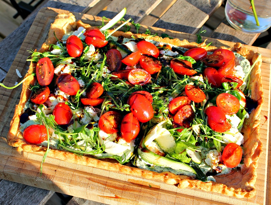 tomattærte med Ricotta, courgetter samt mozzarella