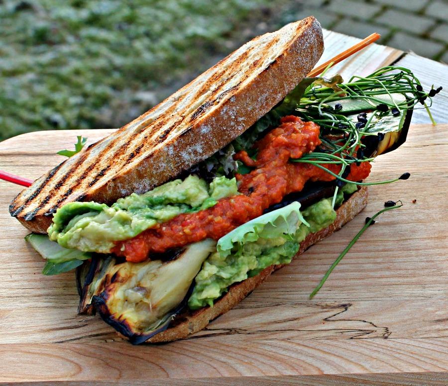 grillet aubergine, hummus sandwich
