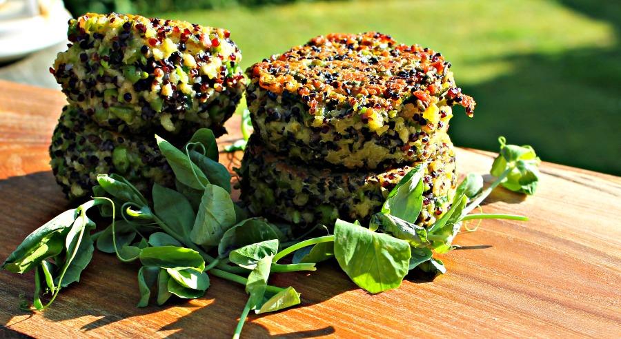 Quinoa cakes med peas